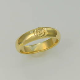 Ladies  koru band in Yellow Gold
