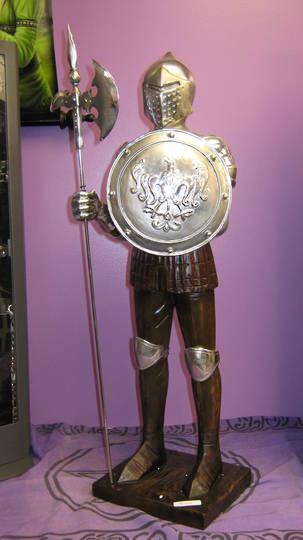 Medium Knight (round shield )