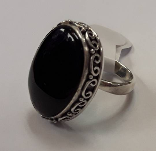 Scroll Edged Onyx Ring