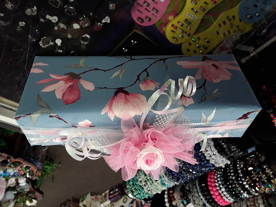 Blues and Pinks Themed Free Gift Wrap