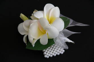 White with Yellow Centre Frangipani Pearl Wrist