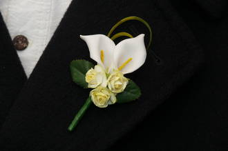 White Mini Calla Lily Blooms & Lemon Mini Rose Buds