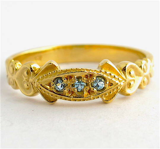 9ct yellow gold aquamarine dress ring