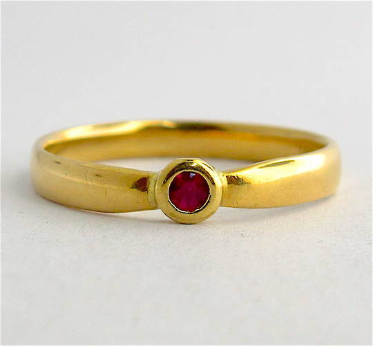 18ct yellow gold synthetic ruby dress ring