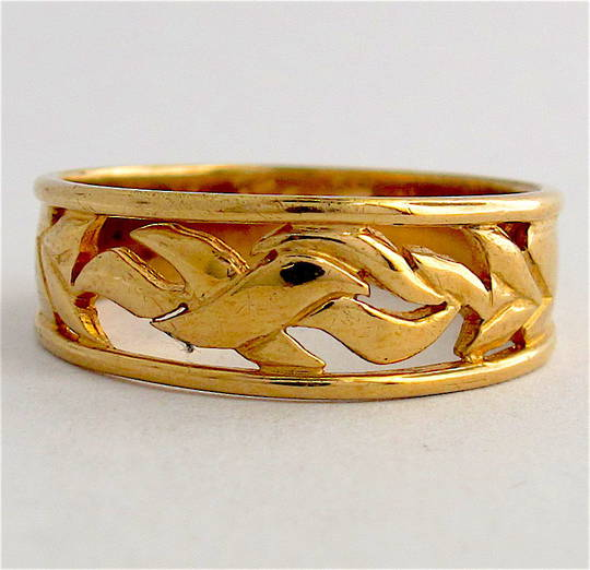 9ct yellow gold fancy 'open design' band