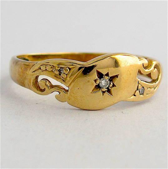 9ct yellow gold/diamond vintage ring