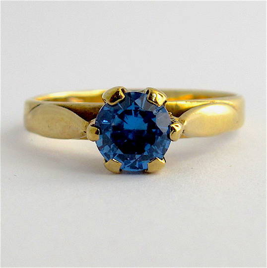 9ct yellow gold synthetic blue spinel ring