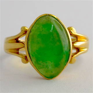 18ct yellow gold jade ring