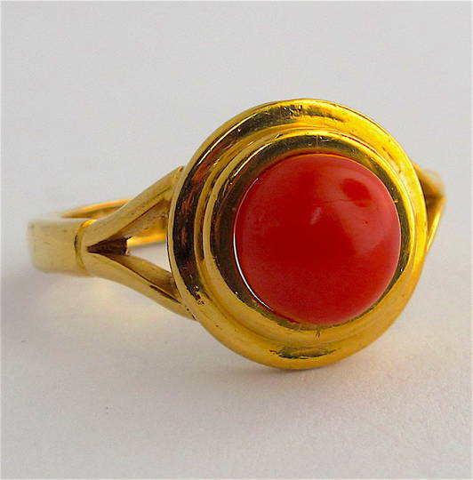 22ct yellow gold coral ring