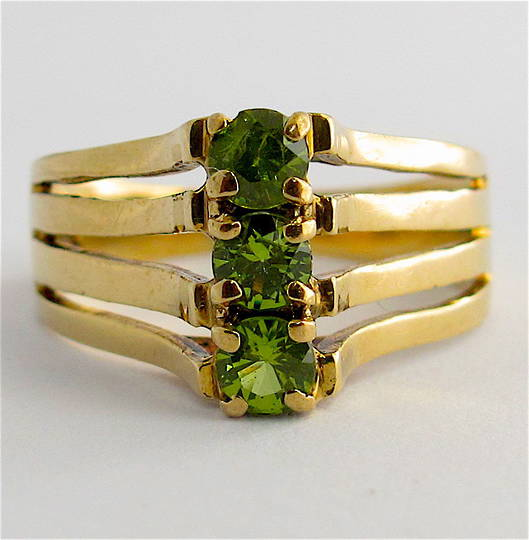9ct yellow gold peridot stone set dress ring