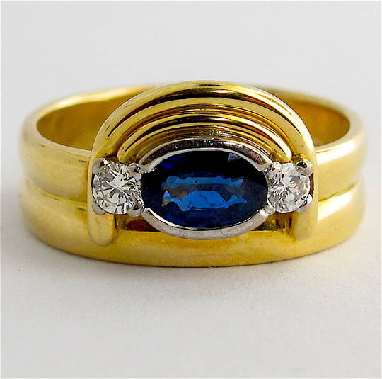 18ct yellow gold ceylonese sapphire & diamond ring