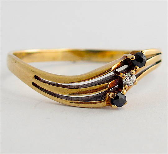 9ct yellow gold sapphire and diamond set curved dress ring