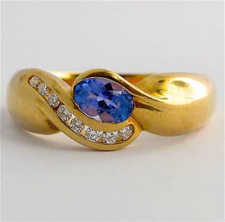 9ct yellow gold tanzanite and diamond ring