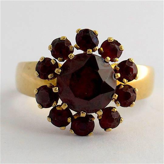 9ct yellow gold garnet cluster dress ring
