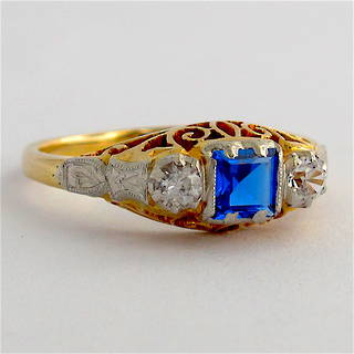 18ct yellow gold & platinum zircon and synthetic sapphire ring