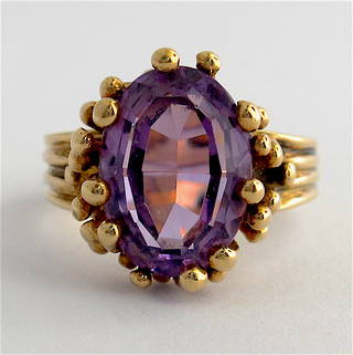 9ct yellow gold fancy amethyst set ring