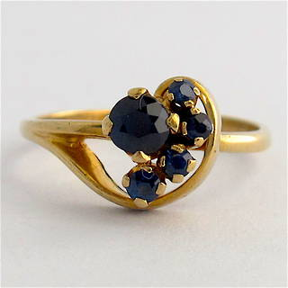9ct yellow gold sapphire cluster style ring