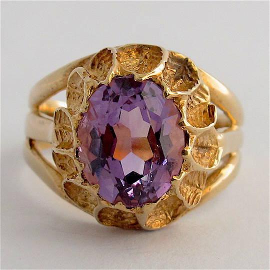 9ct yellow gold amethyst ring