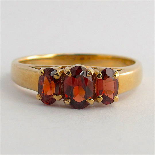 9ct yellow gold 3 stone garnet ring