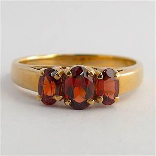 9ct yellow gold 3 stone garnet ring