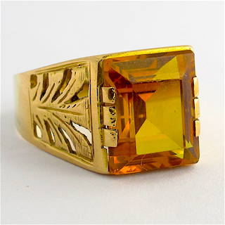 18ct yellow gold and synthetic sapphire ring