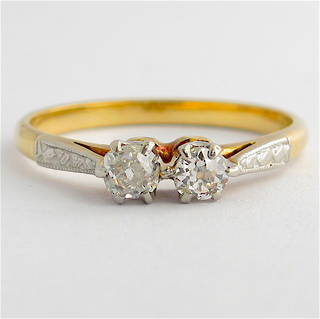 Vintage 18ct yellow gold/platinum x2 stone diamond ring
