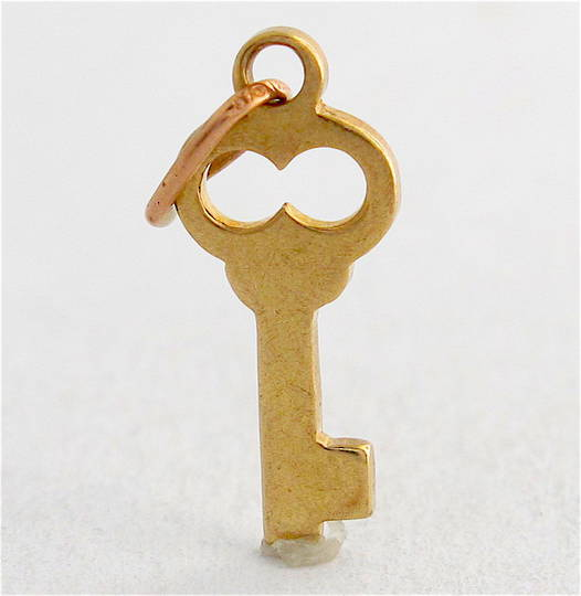 9ct yellow gold key charm