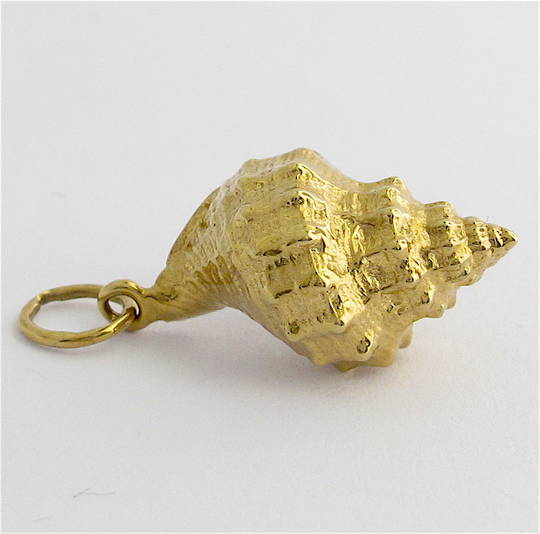 9ct yellow gold shell charm