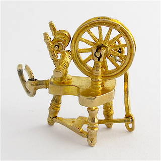 9ct yellow gold spinning wheel charm
