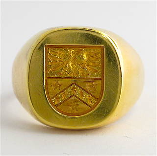18ct yellow gold engraved signet ring