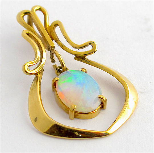 18ct yellow gold solid opal pendant