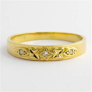 18ct yellow gold 3 stone diamond band
