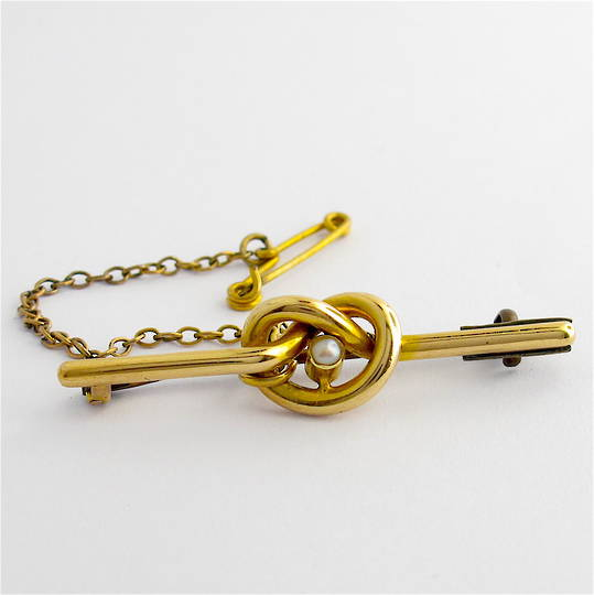 15ct yellow gold pearl knot style brooch