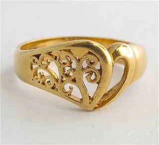 9ct yellow gold fancy heart dress ring