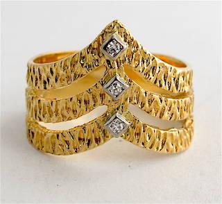 18ct yellow gold fancy diamond set dress ring