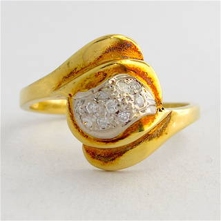 18ct yellow gold diamond dress ring