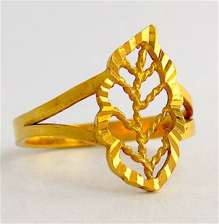 20ct yellow gold leaf ring