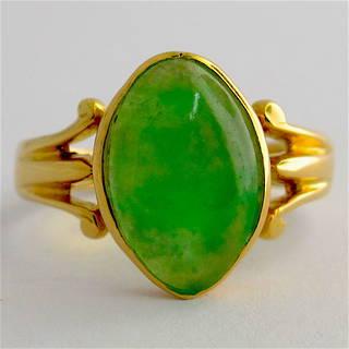 18ct yellow gold jade ring