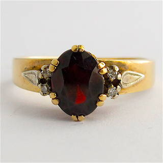 9ct yellow gold garnet and diamond set ring