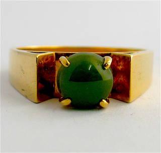 9ct yellow gold greenstone dress ring