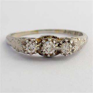 18ct white gold and platinum vintage three stone diamond set ring