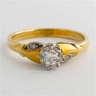 Vintage style 18ct/plat diamond solitaire with shoulder diamonds