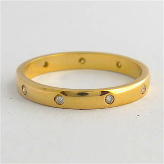 9ct yellow gold diamond band