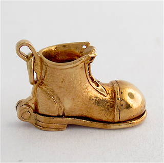 9ct yellow gold boot with horseshoe charm
