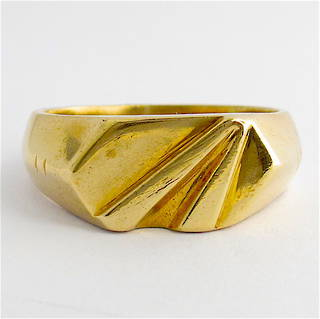 9ct yellow gold dress ring