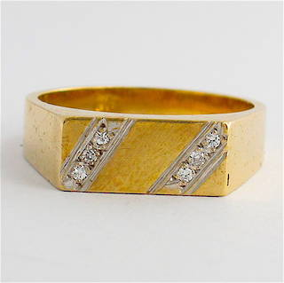 Men's 9ct yellow gold diamond dress ring