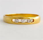 18ct yellow gold 3 stone diamond band