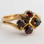 9ct yellow gold 4 stone garnet ring