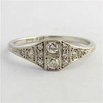 18ct white gold & platinum Art Deco diamond ring