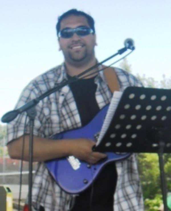 Aaron Moeke - Musician/Entertainer